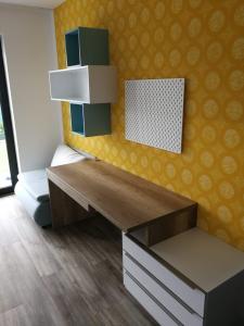 zlta a modra farba v detskej izbe
